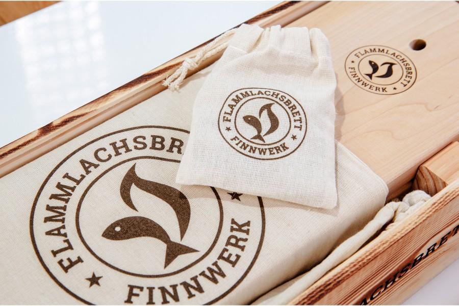 Baumwollbeutel für Bretter und Baumwollbeutel für Schrauben und Seitenteile mit dabei