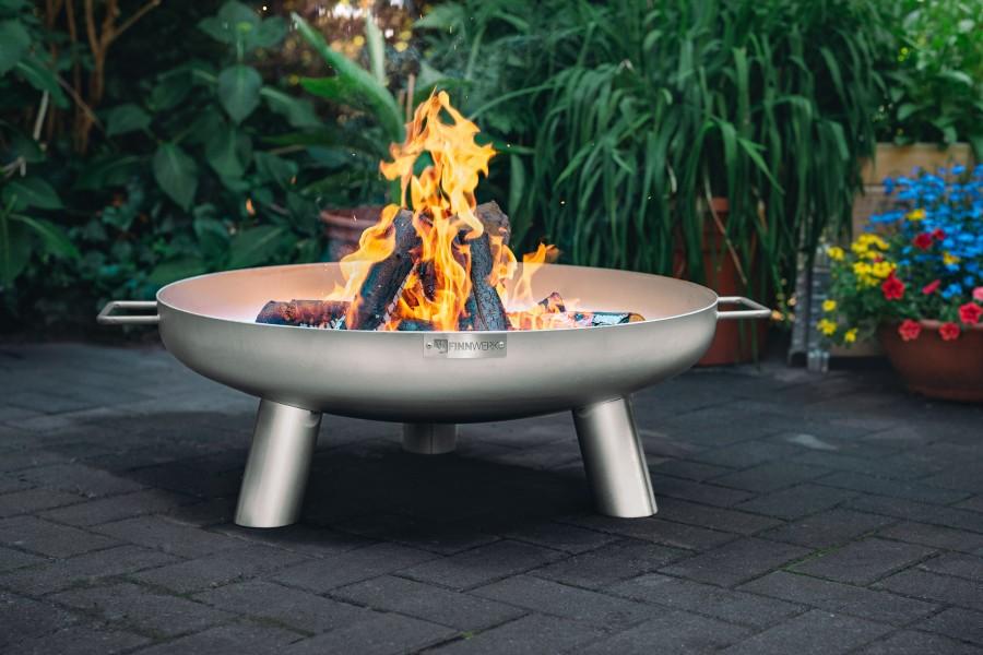 Feuerschale Edelstahl Modell HARRI auf der Terrasse