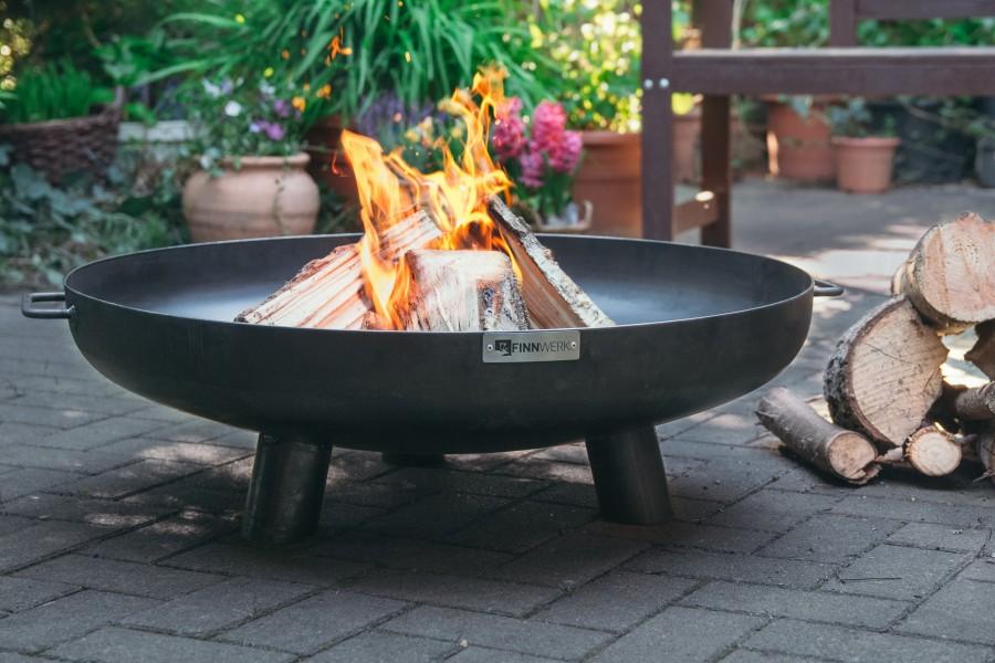 Feuerschale HARRI 80 im Garten - Knisternde Lagerfeuerstimmung auf der Terrasse