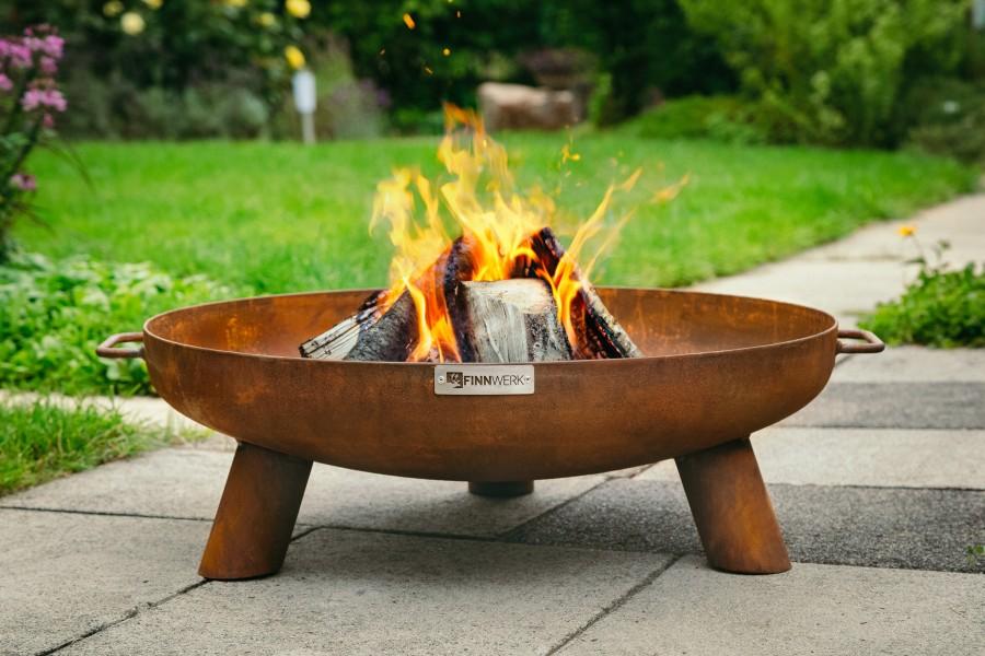 Feuerschale HARRI Rustikal im Einsatz im Garten