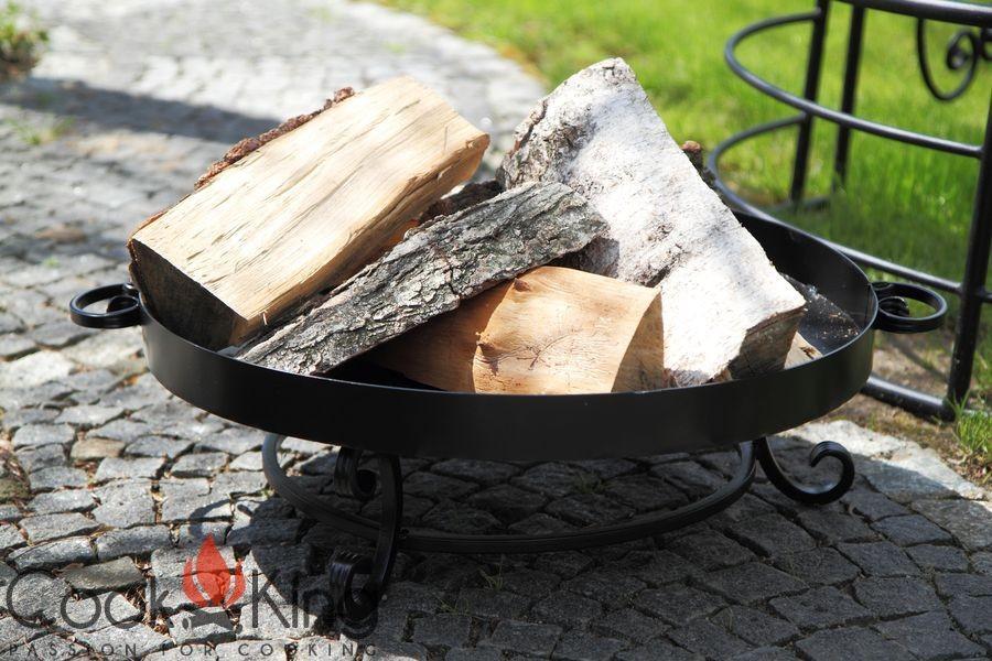 Feuerschale Malta mit Holz im Garten