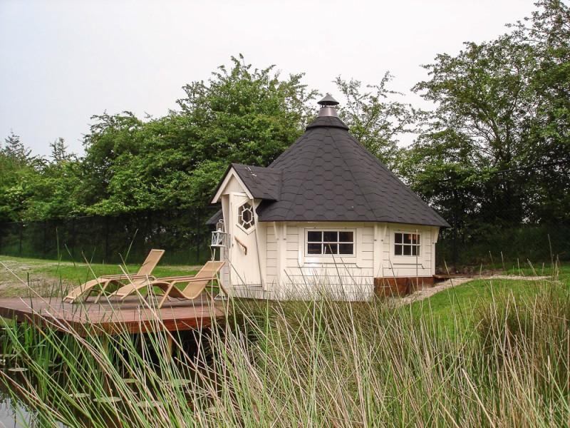 Grillkota 12 m² am Teich mit Terrasse