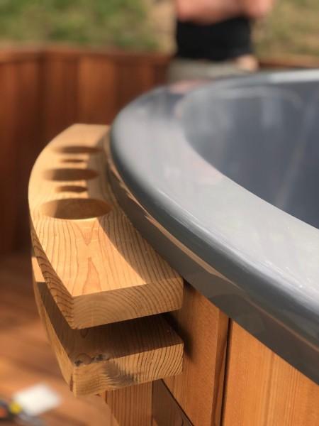 Holz-Getränkeregal am Badezuber