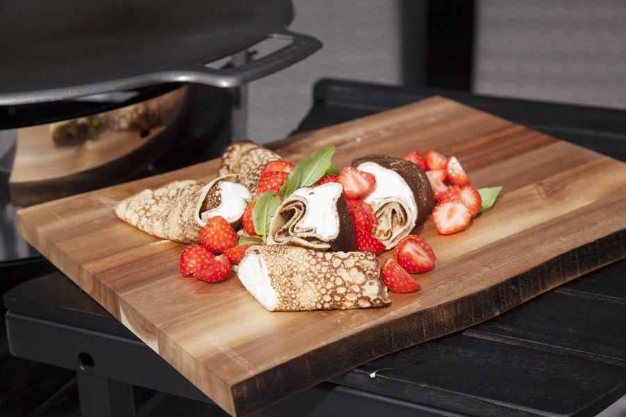 Muurikka Akazienbrett Pfannkuchengericht serviert von der Murrikka Feuerpfanne