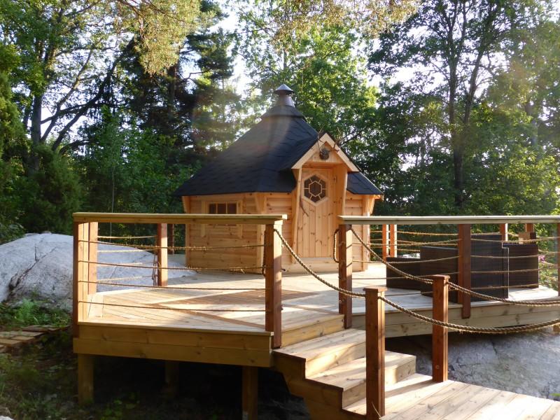 Naturbelassene Grillkota 9 m² mit vorgebauter Terrasse