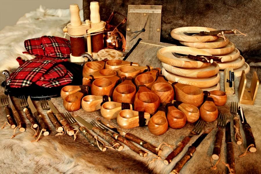 großes, optionales Lappland-Geschirr-Set für den traditionellen Gästeempfang