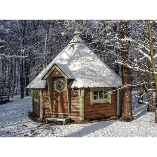 Grillkota 14.9 m² am Waldrand mit Schnee auf dem Dach