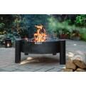 Nordisch schlicht im Design - Feuerschale MIKA von Finnwerk im Garten bei einem gemütlichen Lagerfeuer