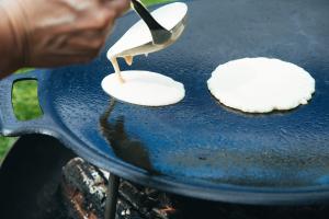Pfannkuchen von der finnischen Feuerpfanne